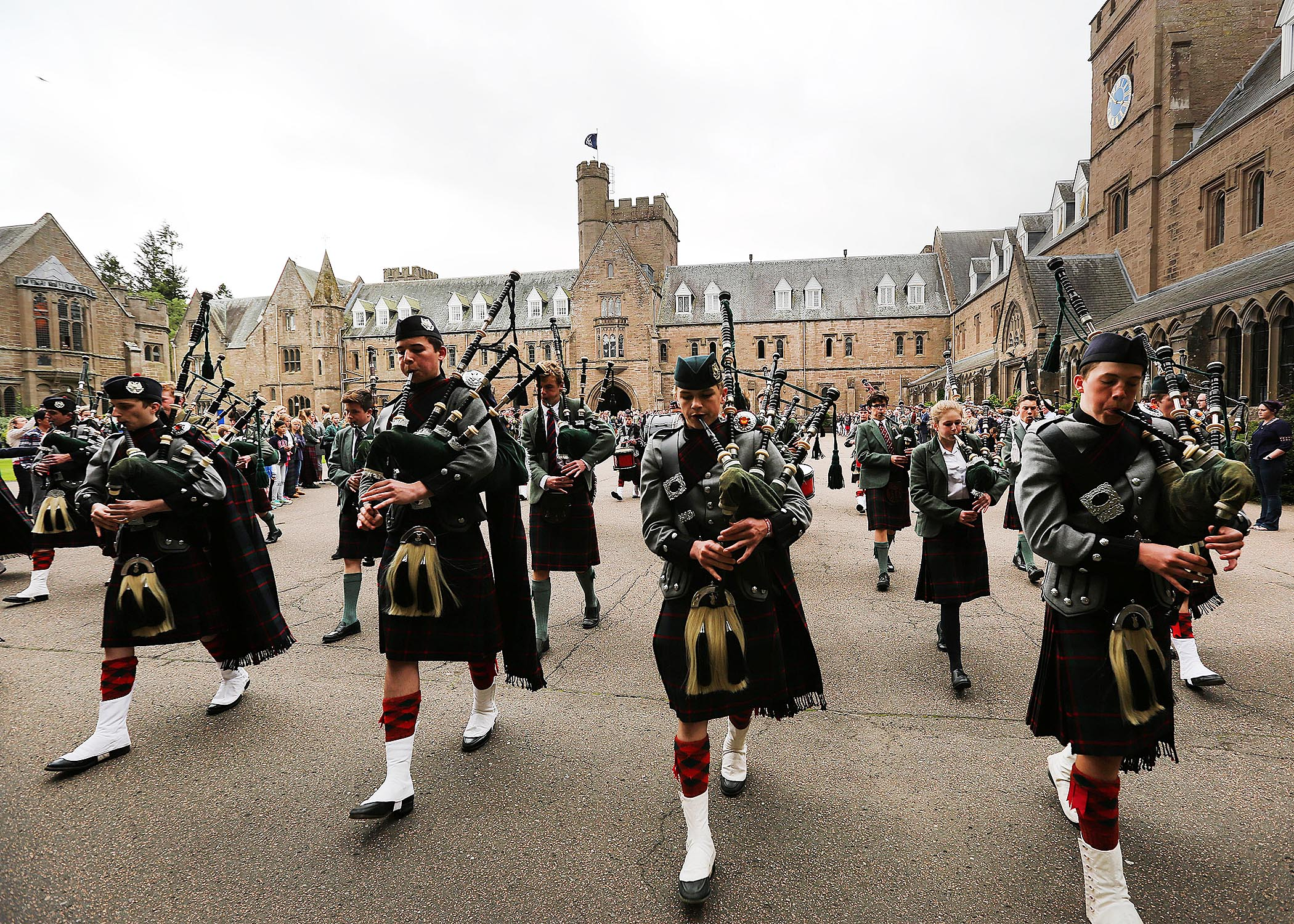 Commem 2017 pipers
